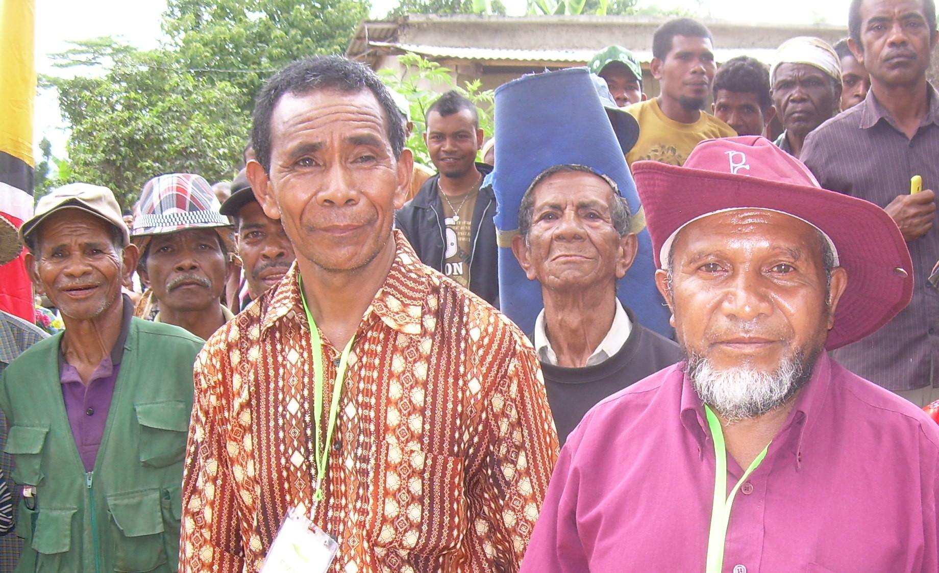 Manuel da Silva and Aileu villagers